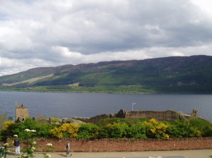 Hrad Urquhart a jezero Loch Ness